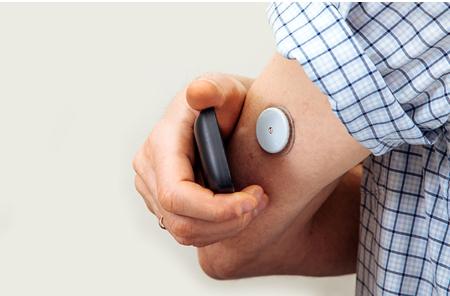 基于智能电池电量计的动态血∞糖监视仪※电池寿命解决方案
