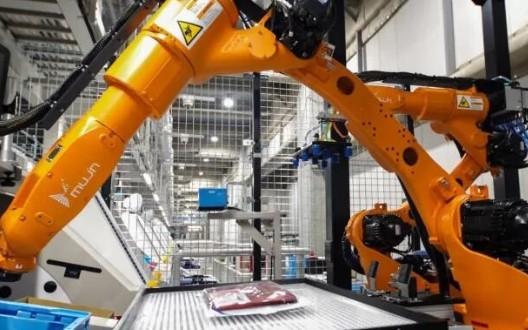 优衣库工厂使用机器人挑选T恤,90%的员工被取代