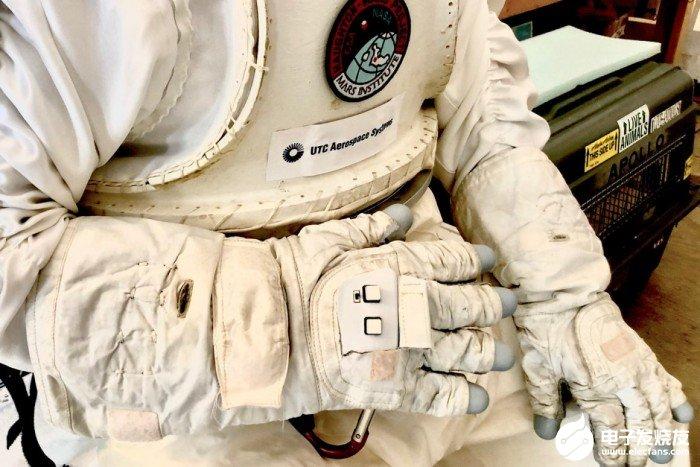宇航员智能手套可实现操控传统螺旋桨驱动的四旋翼无...