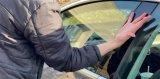 国外一男子将Model3车钥匙芯片植入手中 手背...