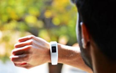互联网医疗助力极速赛车智能可穿戴医疗产品的发展
