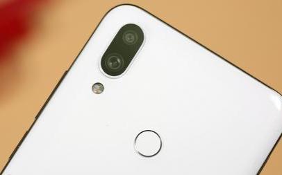 挖孔屏手机只能支持后置指纹识别吗