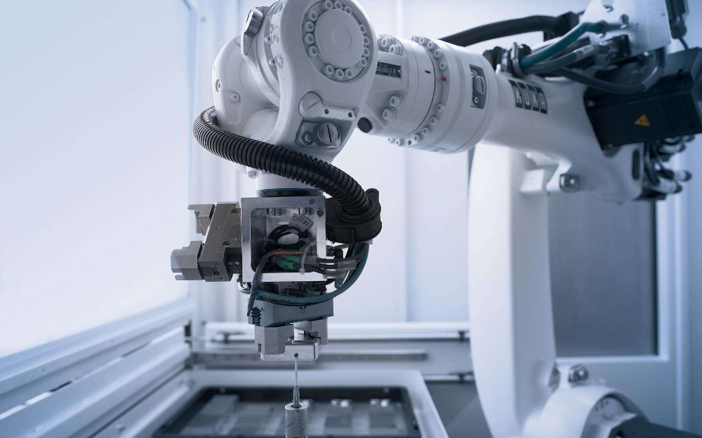 工業機器人︰行業觸及底部(bu),拐點或將(jiang)到(dao)來
