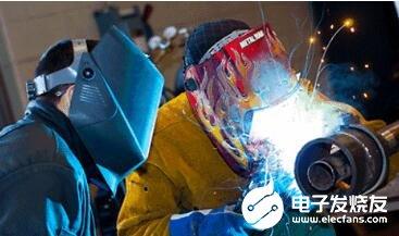 焊接切割操作触电事故的原因及预防措施