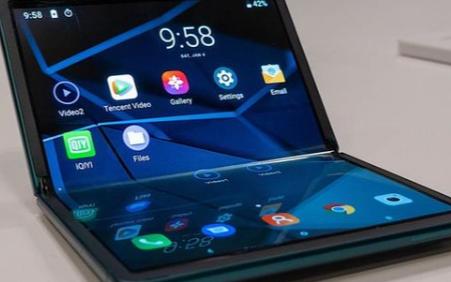 TCL最新推出四款机型,其中包含可折叠概念手机