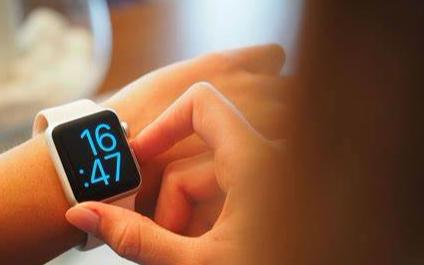 第三季度智能手表手环显示屏的总出货量为5700万...