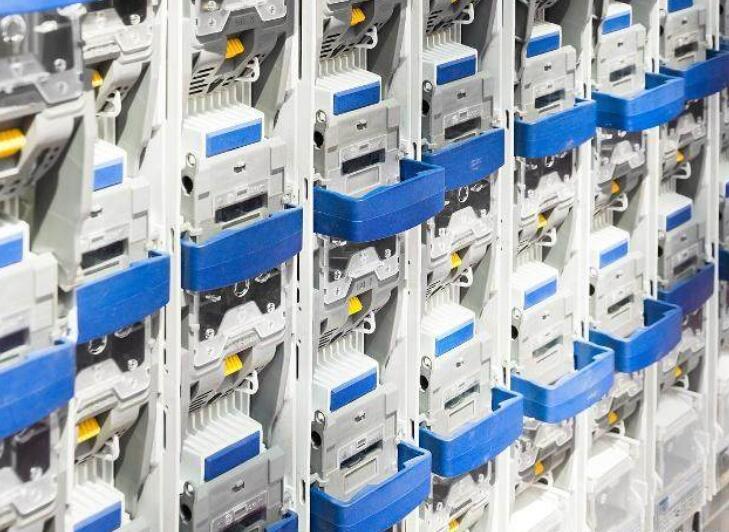 低压断路器的功能及工作原理