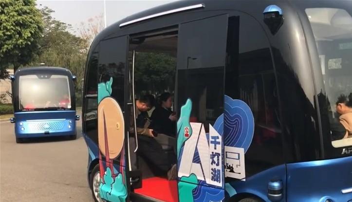 全球首批量产L4级别无人驾驶巴士在佛山投入使用