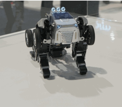 2020年的CES展上一款叫Robosen T9的变形金刚玩具正式亮相