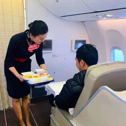 东航云南公司对波音737飞机的电动公务舱斜平躺座椅进行了改装测试
