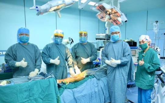 中国首例机器人全膝人工关节置换手术成功完成