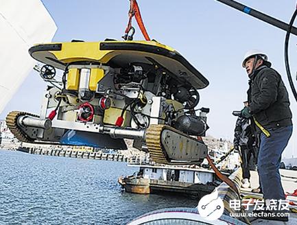 机器人下水 清洗船体的同时避免污染环境