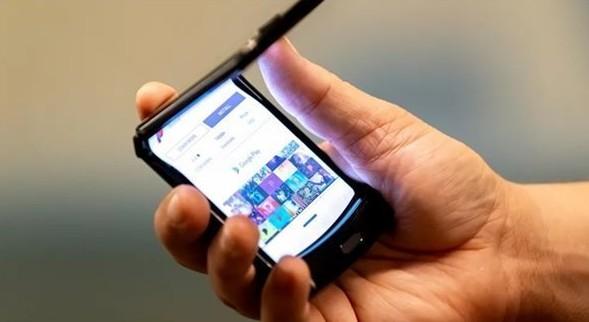 楊元慶表示聯想第二代折疊屏手機開發中