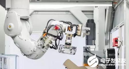 苹果让机器人做回收 每小时能拆解200台手机