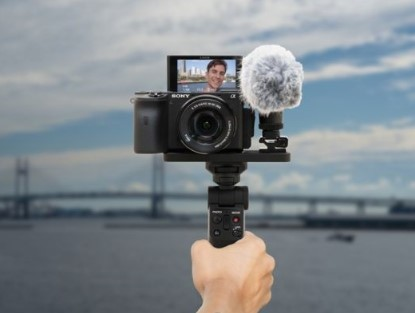 索尼推出无线蓝牙多功能拍摄手柄,采用桌面三脚架式...
