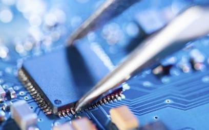 英特爾與賽靈思的競爭將會研制更強大的FPGA器件