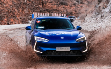 SERES发布首款电动汽车SF5,搭载92kWh的液冷动力电池