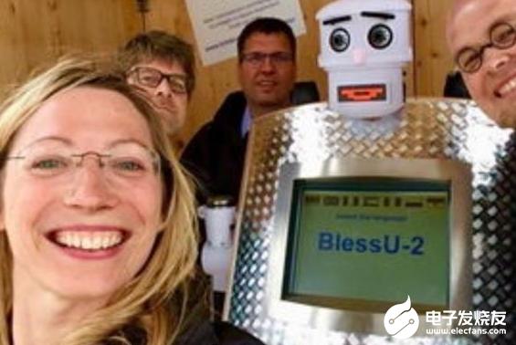 机器人牧师走上神坛 意图激发人们的信仰热情