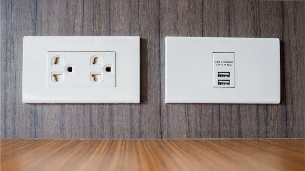 圖2:左邊的更安全,右邊的最好跟USB安全套一起用。