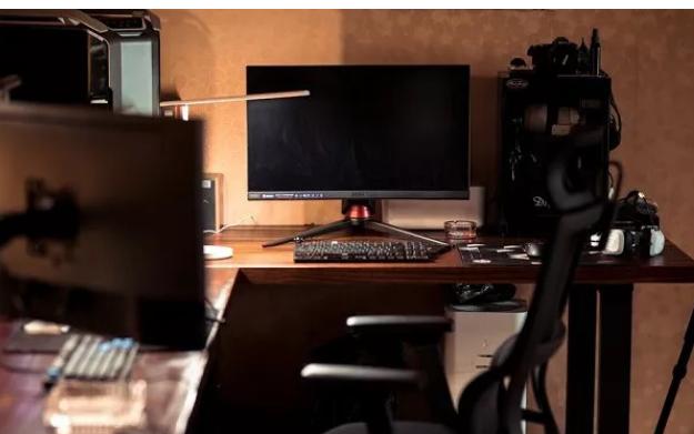 电脑显示器出现黑屏了应该如何解决方法