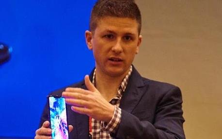 Moto Razr折叠屏手机设计细节解读