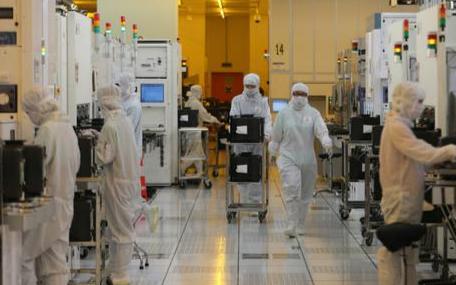 台积电5nm产能将达8万片晶圆/月;中芯国际赢得海思14nm芯片代工大单;诺基亚裁员180人继续投资5G…