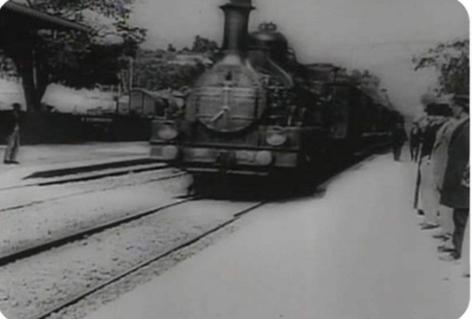 利用神经网络让《火车进站》这部1896年上映的电...