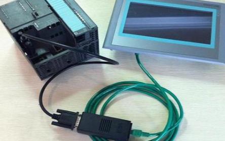 為什么PLC控制系統能在高速液壓夯實機中脫穎而出