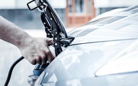 通用正设法令电动汽车的充电变得更加常规