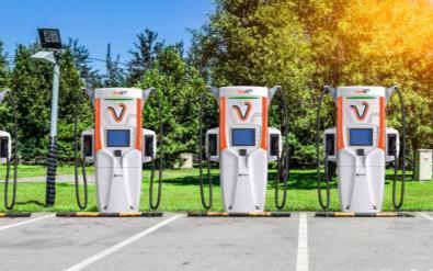 日本推出世界上最先進的超快速電動汽車充電器