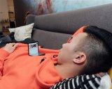 网友晒Galaxy Z Flip最佳玩法 呈90度折叠躺在沙发上看视频