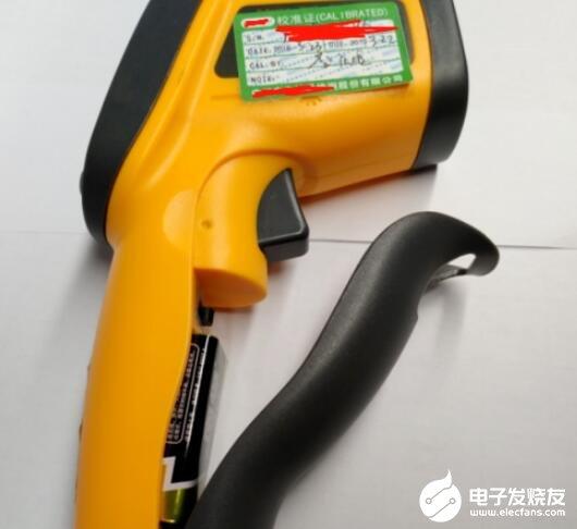 红外测温仪电池拆除_红外测温仪电池的更换步骤