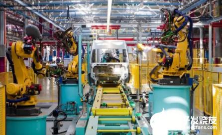 """机器人""""用工""""成本在降低 自动化生产正在引起更多..."""