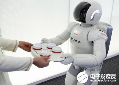 """智能机器人加入""""战疫"""" 驰援疫情防控第一线"""