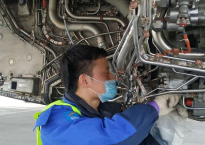 西藏航空西安基地完成了一架A330飛機的發動機更換工作