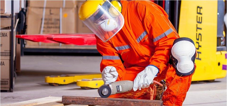 如何使用物联网技术保证工人安全