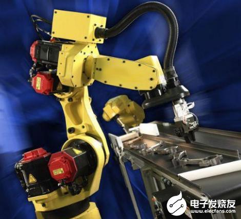 新冠疫情当前 机器人投入工作节省了人工