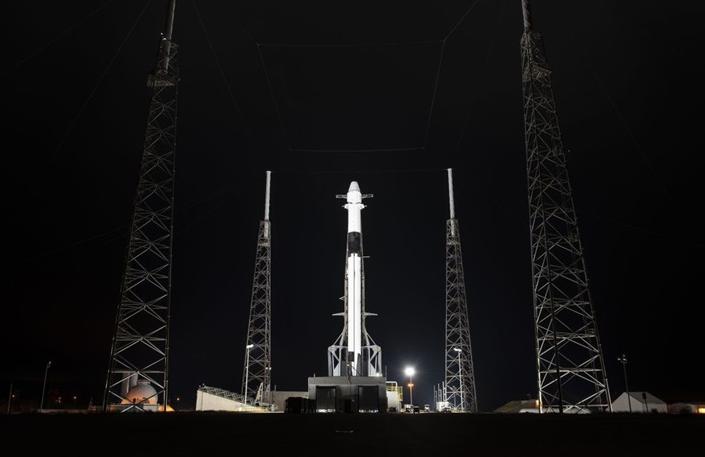 SpaceX猎鹰9号火箭静态点火测试完成后可以运送补给了