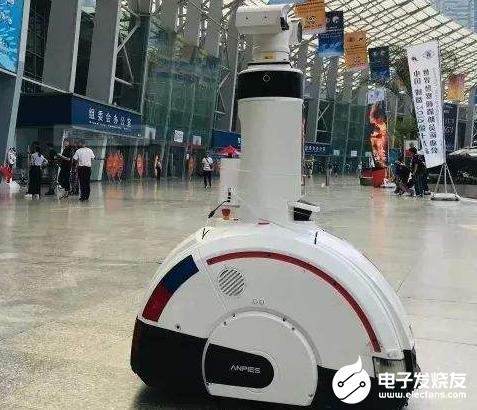 江苏首个5G防疫机器人投入使用 提升防疫检查工作效率