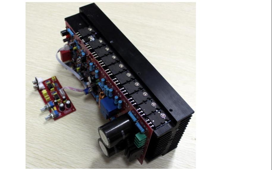 功放機的雙對管PCB原理圖免費下載