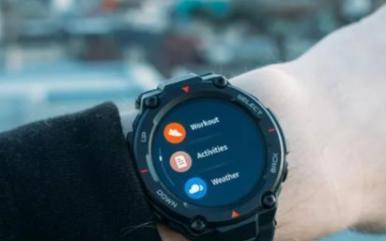 一款由小米支持的智能手表,电池续航可达66天