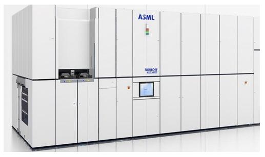 ASML去年交付了26臺極紫外光刻機,帶來約31.43億美元的營收
