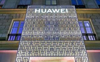 華為5G折疊屏手機在巴黎旗艦店售賣 分析機構預計2020年華為智能手機出貨量下降20%