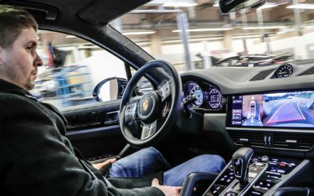 保时捷将自动驾驶技术运用在车间
