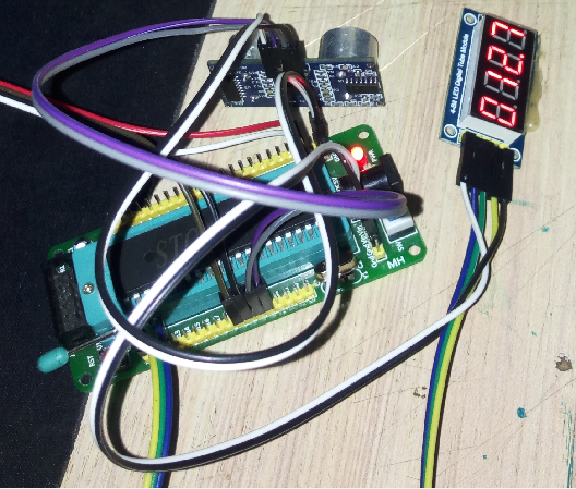 基(ji)于STC89C52RC單片(pian)機的超聲波(bo)測距(ju)程序設計