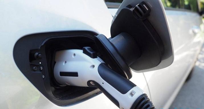 三星全新固态电池会大提升电动汽车续航里程