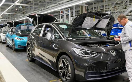 大众董事会成员称特斯拉电动汽车技术比竞争对手领先...