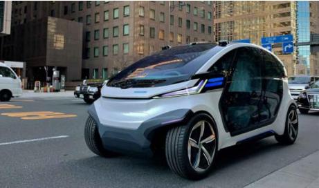 新型无人驾驶汽车将由太阳能板和锂离子电池供电