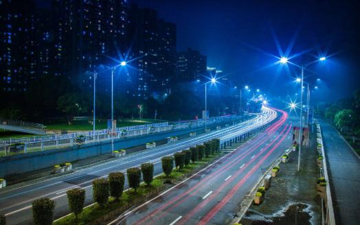 5G加智慧路灯充电桩投运充电