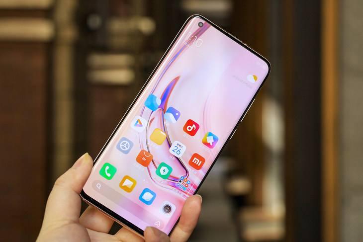 手機是選曲面屏好還是直面屏好?